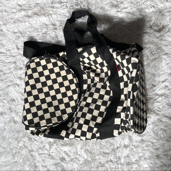 7fe3666b5b Vans Checkered Duffle Gym Bag. M 5afe7ec63b1608027be87119